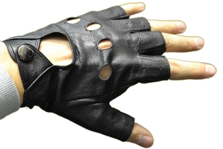 Перчатки без пальцев для вождения автомобиля
